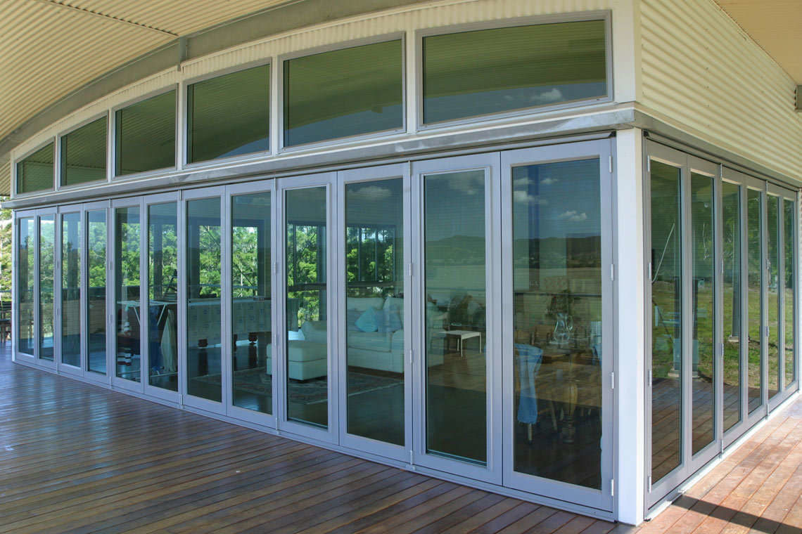 548 Series Bifold Door