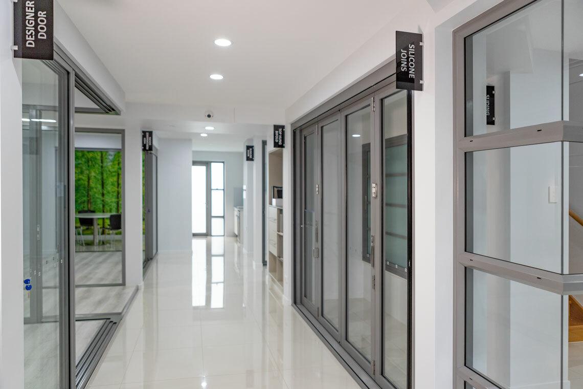 618 Corner Stacker, 411 Bi-fold Door